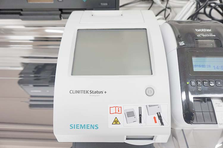 小型尿分析装置